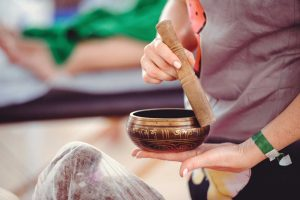 Klangmassage-Selbstbehandlung gegen Alltagsbeschwerden
