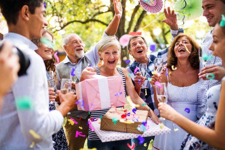 Bauen Sie auf diese 4 Grundpfeiler einer Geburtstagsrede!