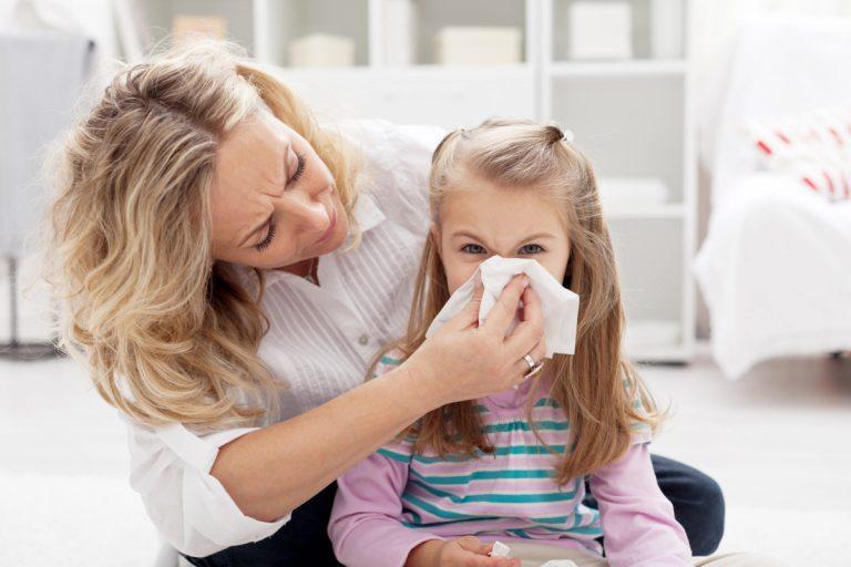 Husten und Schnupfen bei Kindern homöopathisch behandeln
