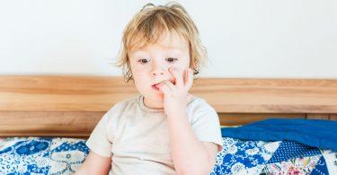 Wie kann man Kindern das Nägelkauen abgewöhnen?