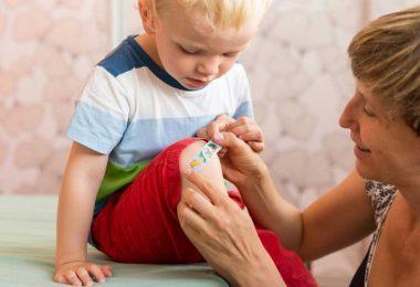 Schürfwunde bei Kindern richtig behandeln