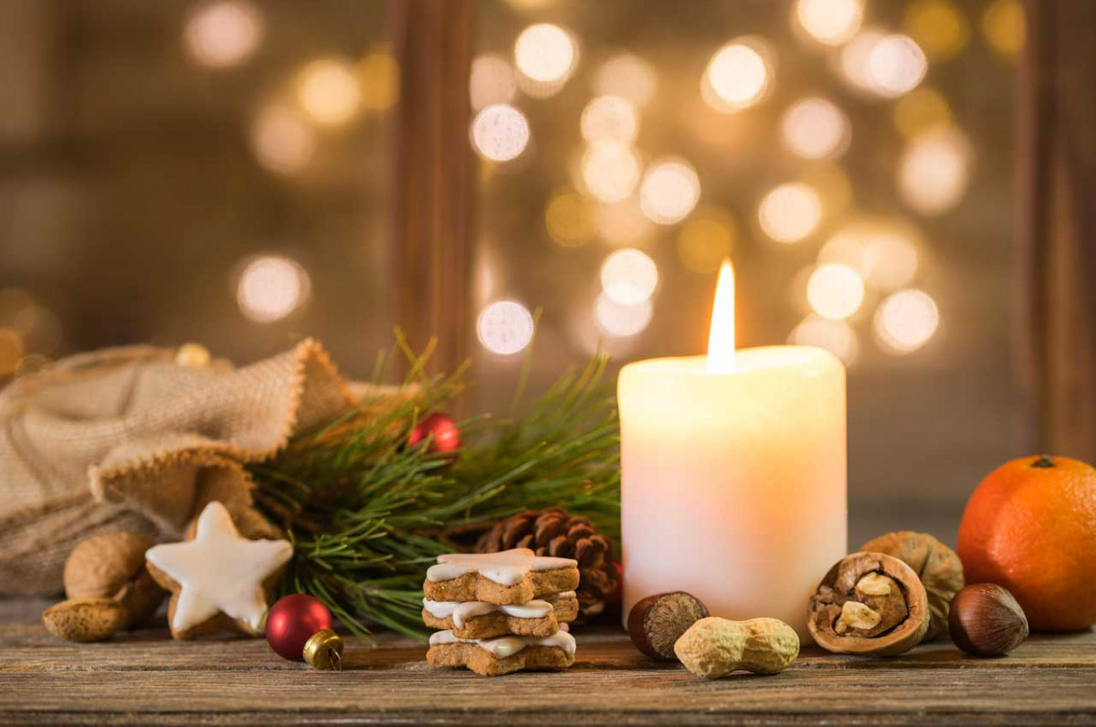 Adventskalender aus 24 Kerzen – für drinnen und draußen