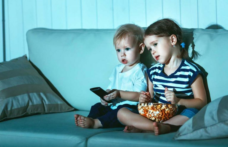 So regeln Sie den Fernsehkonsum Ihres Kindes