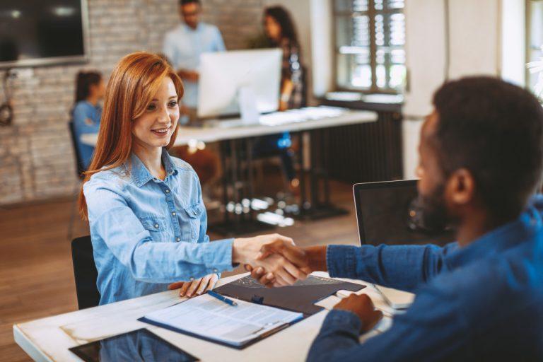 Die richtige Körpersprache beim Bewerbungsgespräch