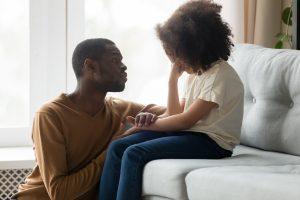 Sie haben Ihr Kind mehrmals beim Lügen erwischt? Das sollten Sie tun