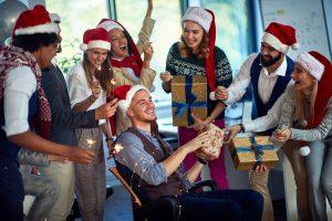 Knigge für den Smalltalk auf der Weihnachtsfeier