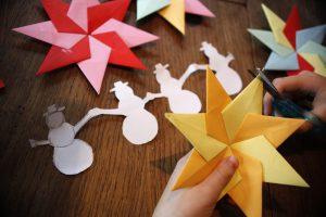 Mit Origami Sterne für Weihnachten und Advent gestalten