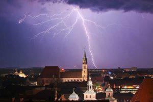 Gewitter & Blitze – wie verhalten Sie sich richtig?