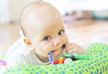 Wie Sie Ihrem Baby beim Zahnen helfen