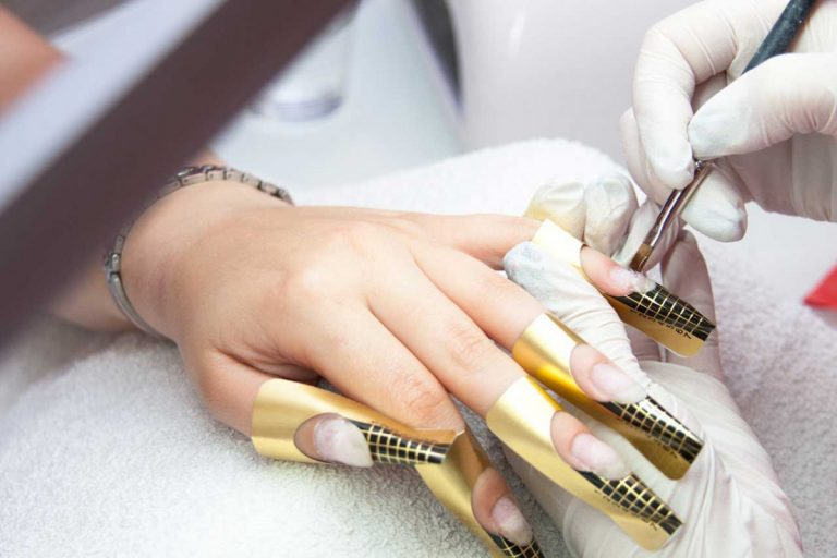 Zauberhafte Nägel durch Nagellackschablonen