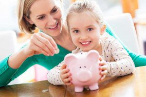 Praktische Spartipps für Familien mit Kindern