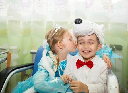 So organisieren Sie einen Kindergeburtstag zum Motto Karneval