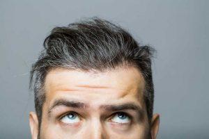 Graues Haar? Was Sie dagegen tun können!