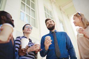 """So glänzen Sie im Small Talk: 5 bekannte Redewendungen mit """"E"""""""