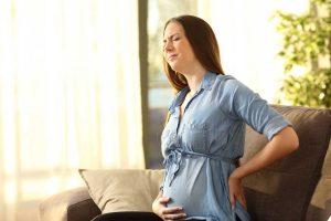 Rückenschmerzen in der Schwangerschaft: Das hilft