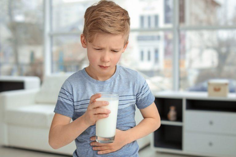 Was tun, wenn Milch und Co zu Bauschschmerzen bei Kindern führen
