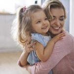Wie Sie eine sichere Bindung zu Ihrem Kind aufbauen