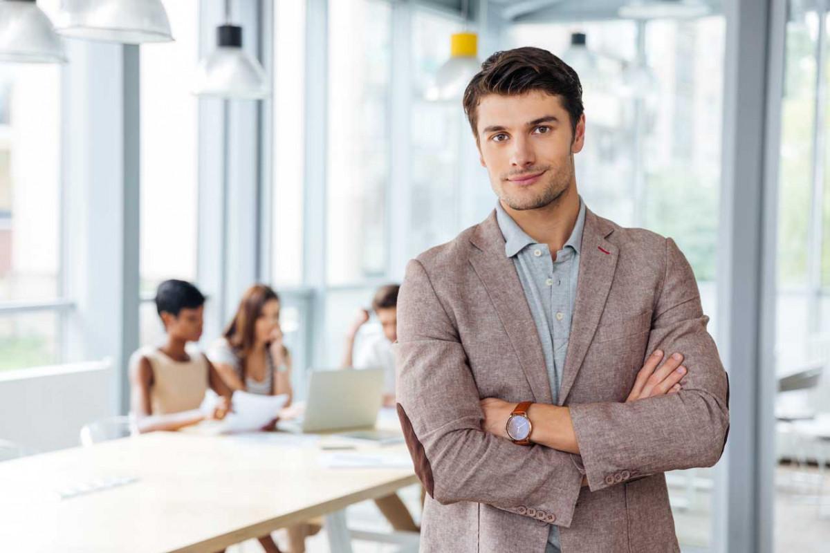 Dresscode Casual: So lockern Sie als Mann Ihr Business Outfit auf