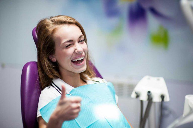 Zahnimplantate schmerzfrei einsetzen lassen