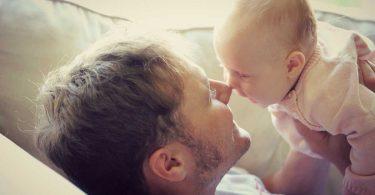 Sichere Bindung: Tipps für die nonverbale Kommunikation mit Ihrem Baby