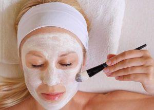 Natürliche Gesichtsmasken für sensible und trockene Haut