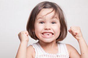 Zahn beim Kind ausgeschlagen: Was tun?