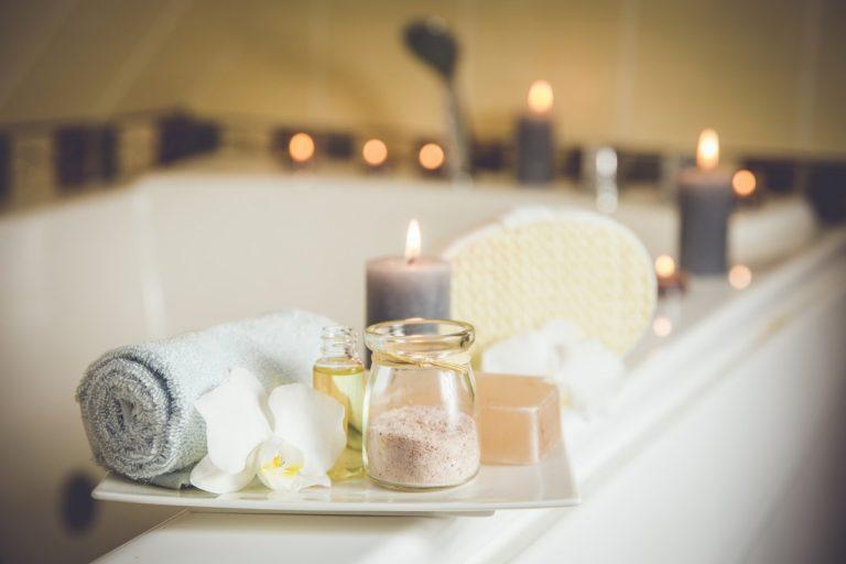 Aromatische Bäder und Massage-Öle mit Ätherischen Ölen selber machen