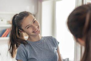 Der Start in die Sexualität bei Mädchen - Tipps für Eltern