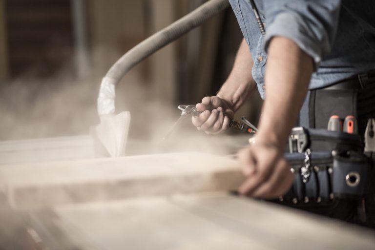 Risiken und Gefahren bei Holzstaub reduzieren