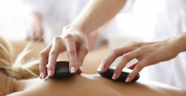 Hot Stone Massage – ein entspannendes Erlebnis für Körper und Sinne