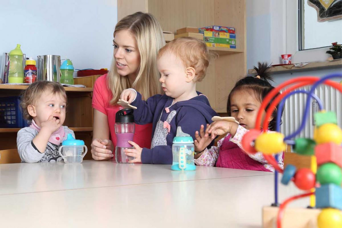 Spiele für Kleinkinder, die Spaß machen und die Entwicklung fördern