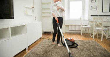 Den Haushalt mit Baby meistern: So bleiben Sie fit!