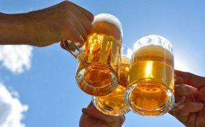 Bier macht glücklich durch Glückshormone