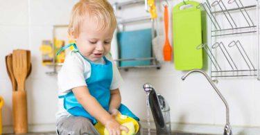 Kinder helfen im Haushalt – Welche Aufgaben können übernommen werden?