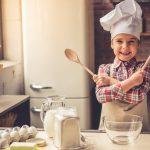 Backen mit Kindern: erste Schritte mit einer Backmischung