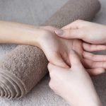 Die Massage der Hände wirkt auf den gesamten Organismus