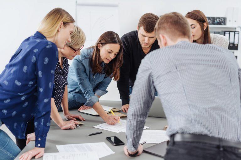 Erfolgreiche Teamführung: Lernen Sie 5 Kommunikationsstile nach Satir