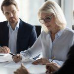 Was gehört ins Arbeitszeugnis für Führungskräfte und was nicht
