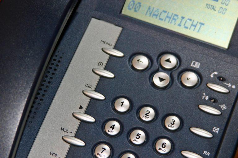So geht's: Anrufbeantworter besprechen zum Brückentag