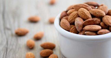 Mandeln essen und damit den Cholesterinspiegel senken!