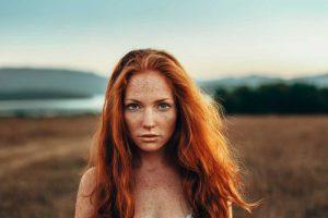 Welches Make-Up passt am besten zu roten Haaren?