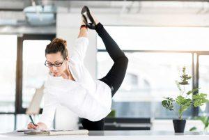 Sport am Schreibtisch: Mit diesem Übungen gelingt der Büroalltag leichter