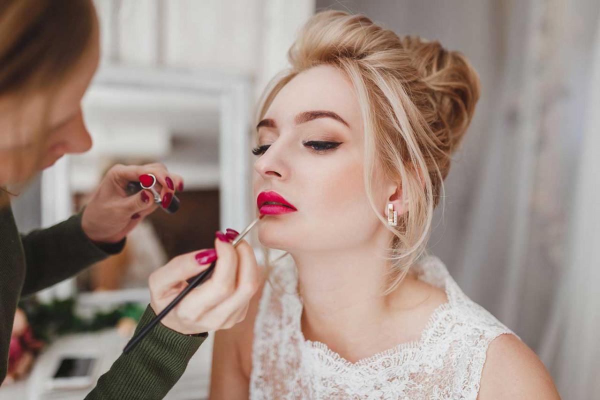 make up f r blondinen was passt am besten zu ihrem. Black Bedroom Furniture Sets. Home Design Ideas