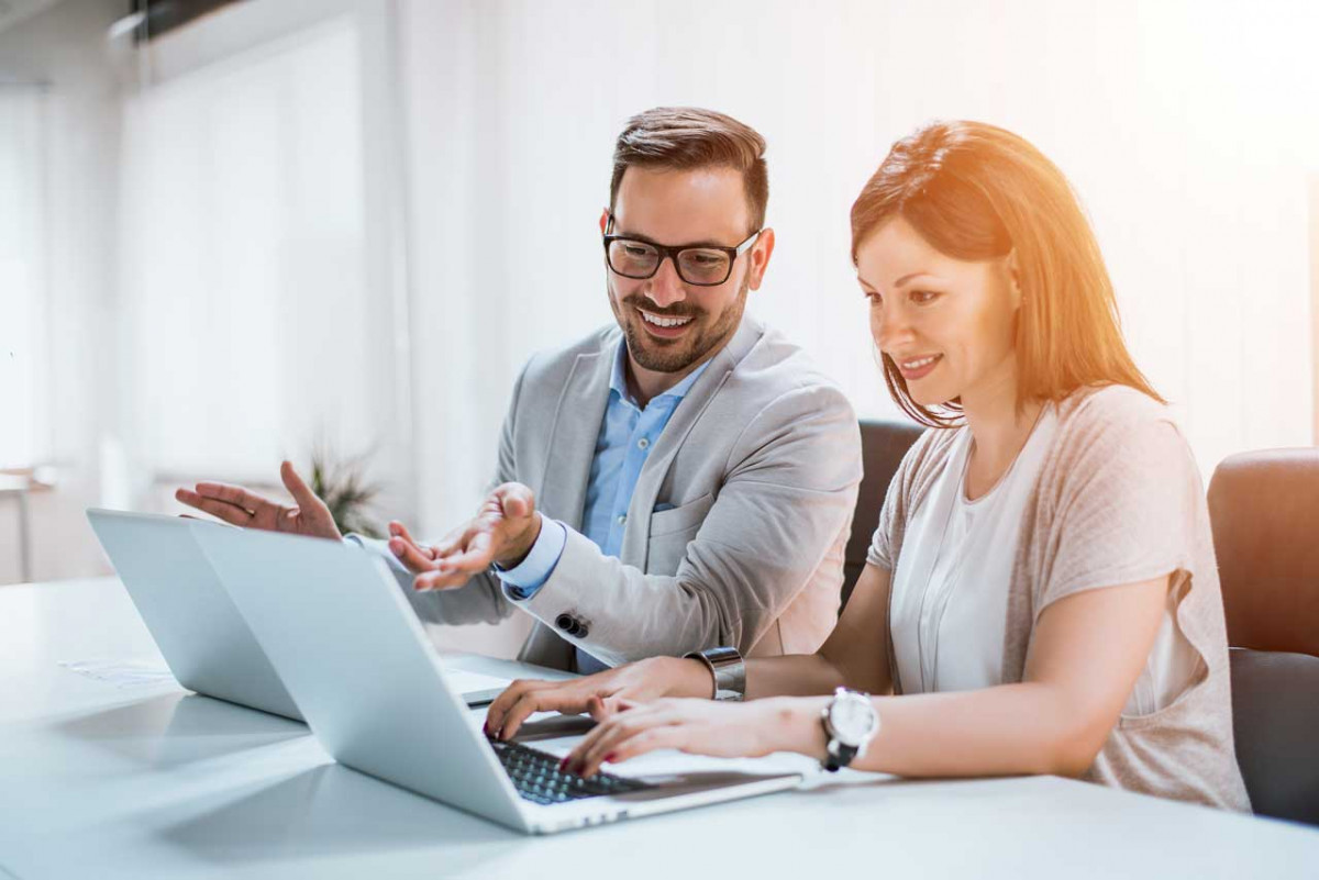 Wie Sie eine Unternehmensstrategie entwickeln und umsetzen können