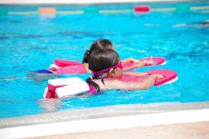 Schwimmen – So erlernt es ihr Kind schnell und unkompliziert