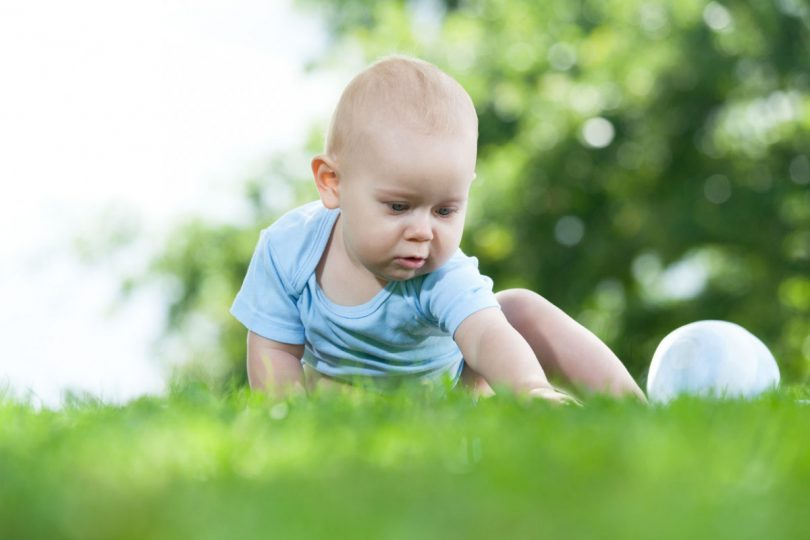 Spielerisch den Tastsinn bei Kindern fördern