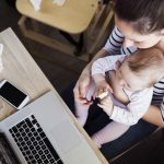 Heimarbeit für Mütter - Alternative zu einem richtigen Job?