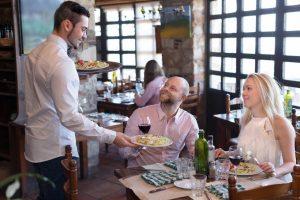 Andere Länder, andere Sitten: Höflichkeits-Tipps für die Urlaubsreise