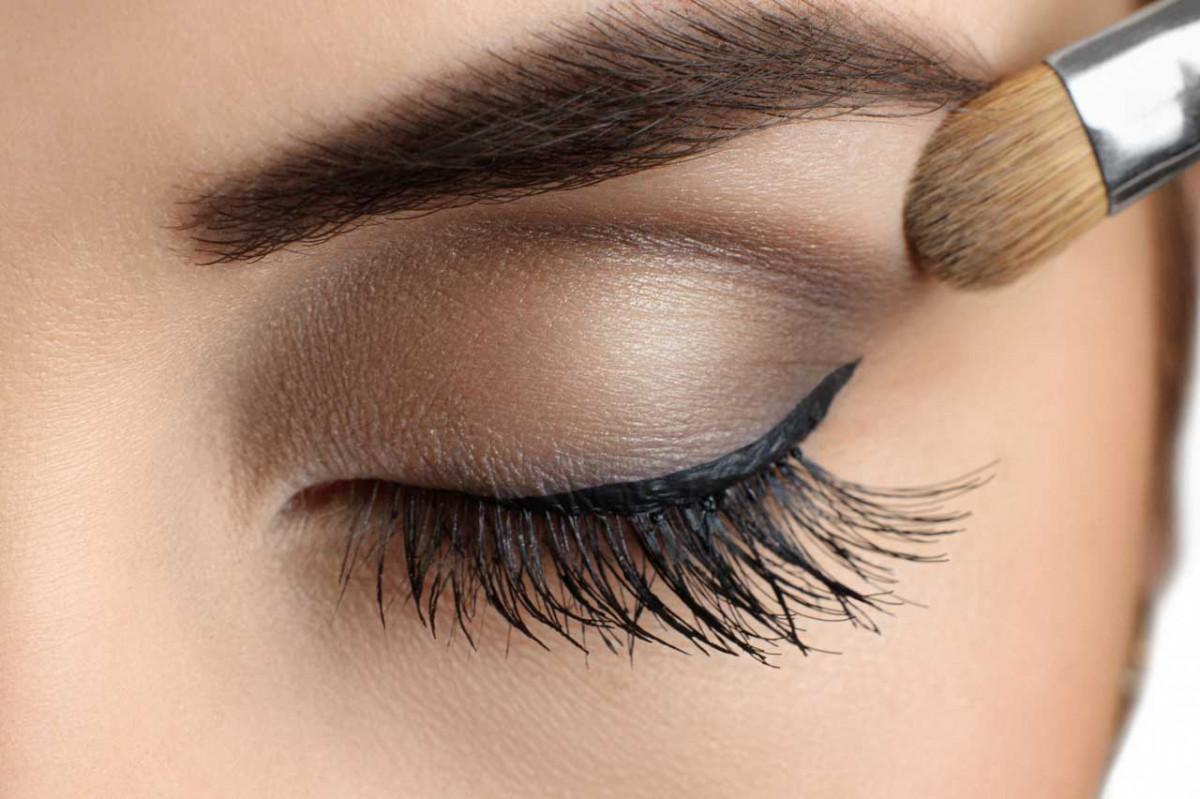 Make-Up: So lassen Sie kleine Augen größer wirken!