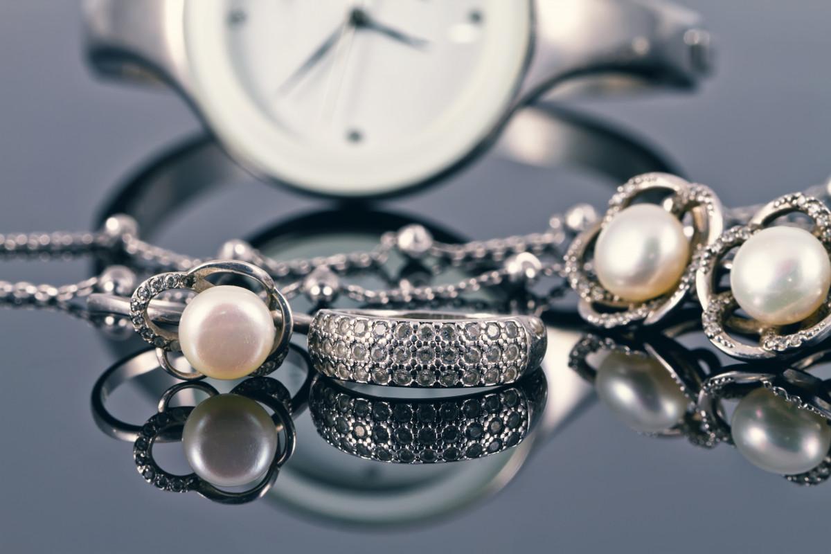 Silberschmuck reinigen – Mit welchen Hausmitteln?